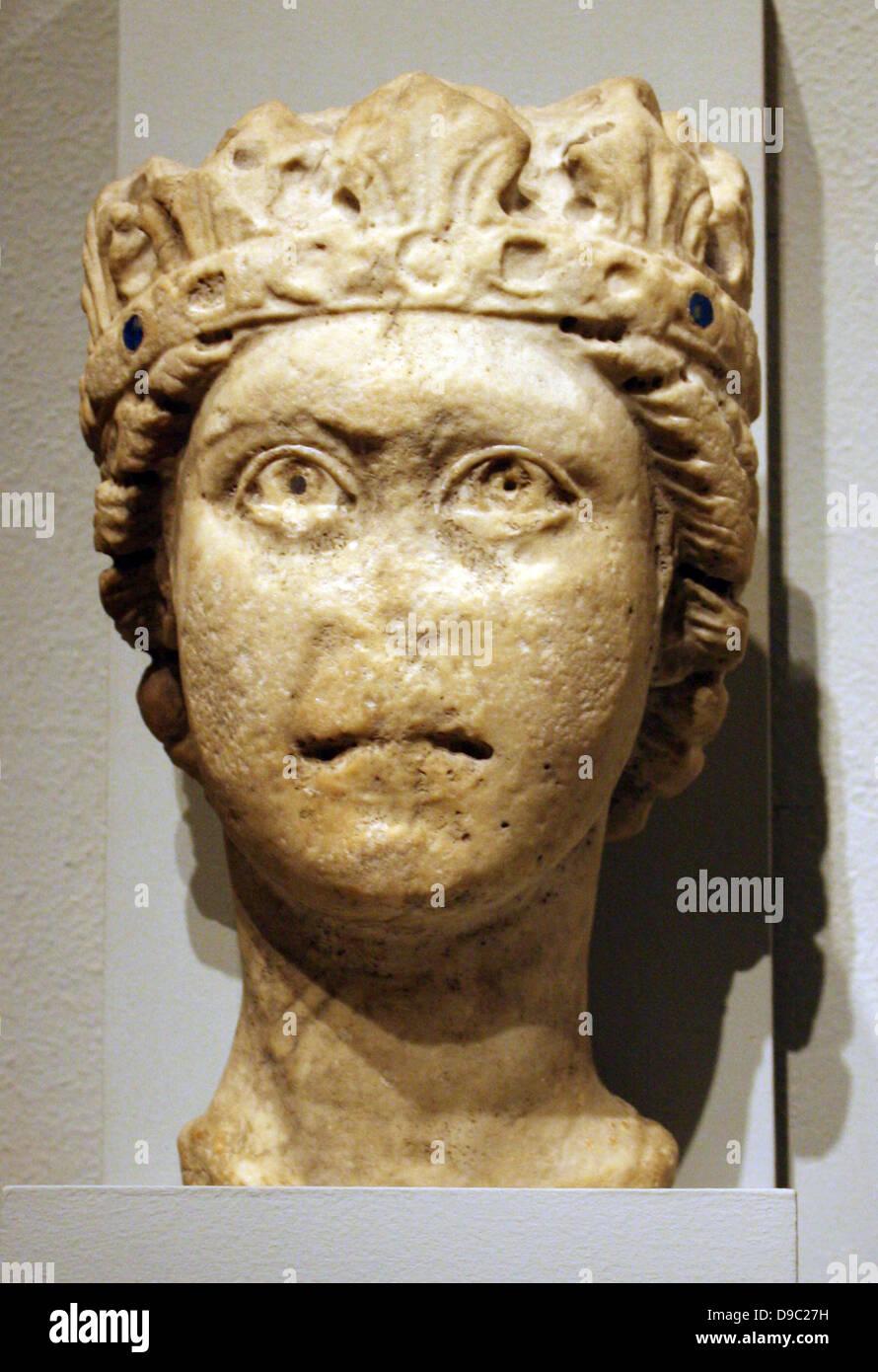 Cabeza de piedra caliza de un hombre barbado, posiblemente de Júpiter. Sur Italiano, posiblemente de Apulia. 1200-1300 tallada. Foto de stock