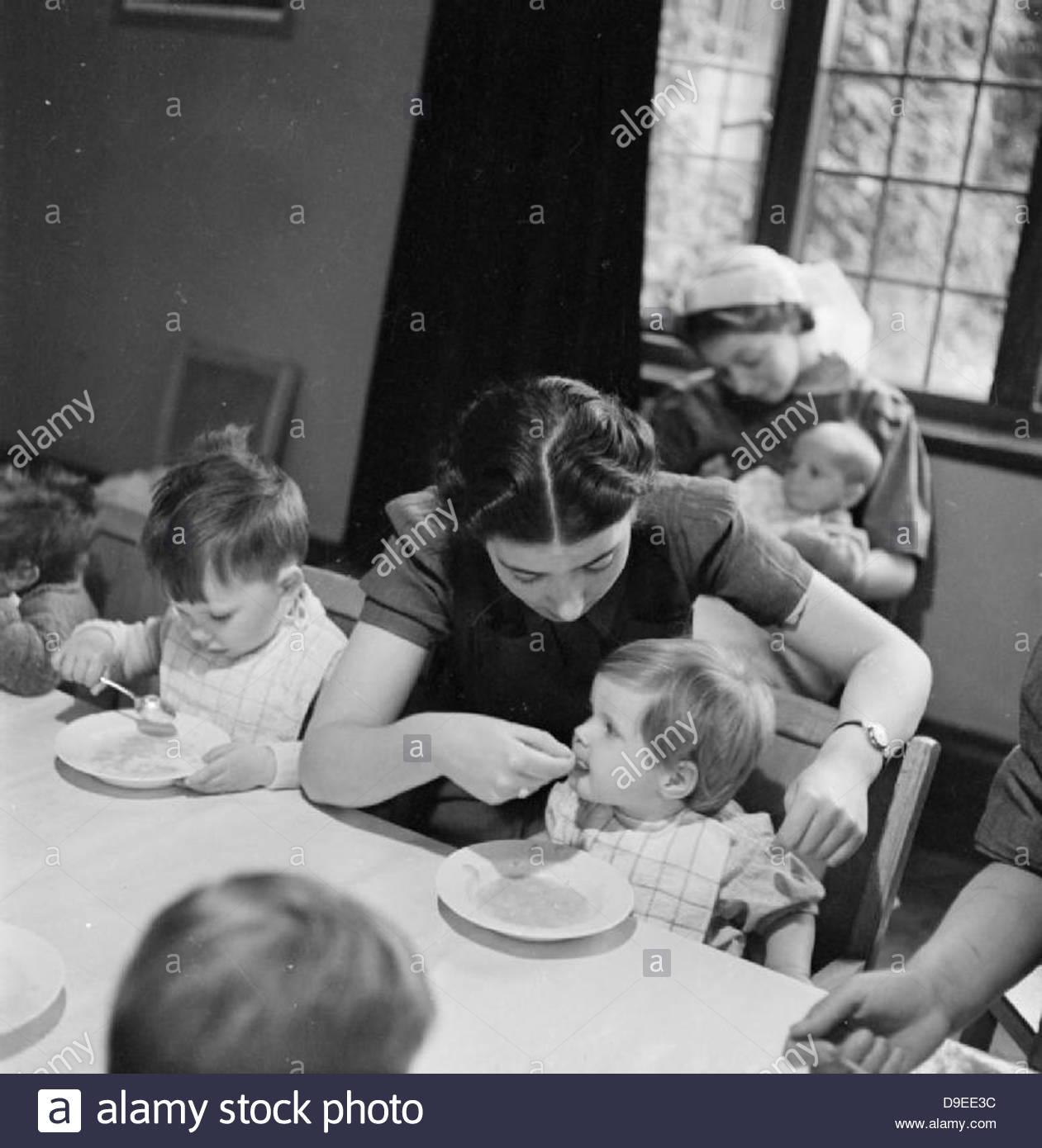 Guardería infantil para las madres trabajadoras- la labor de Flint Vivero Green Road, Birmingham, 1942 D9069 Imagen De Stock