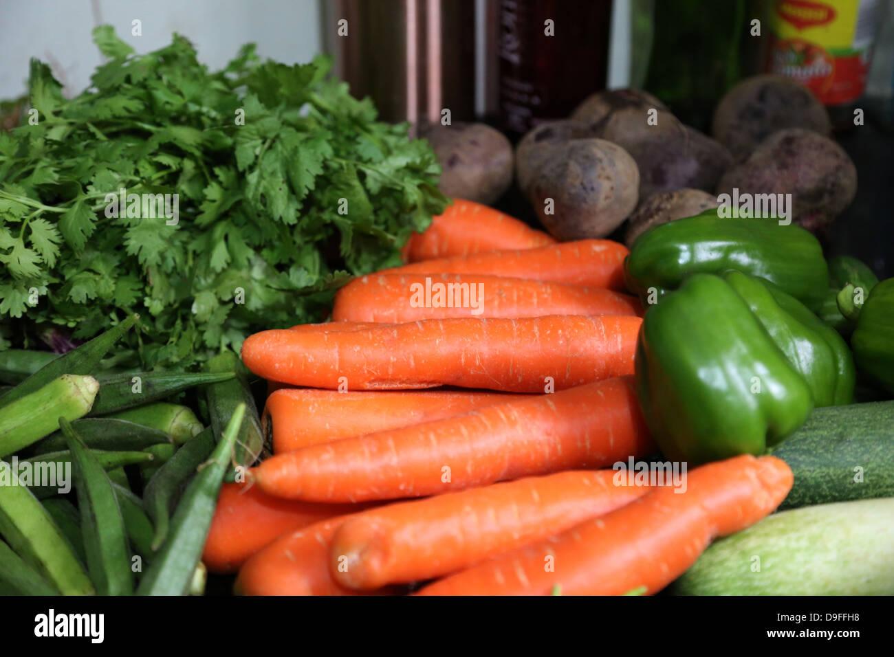 Vid madura del tomate fresco en la exhibición en el mercado de agricultores del tomate, vid roja, mercado, frutas, verduras, granja, saludable, fresca, Foto de stock