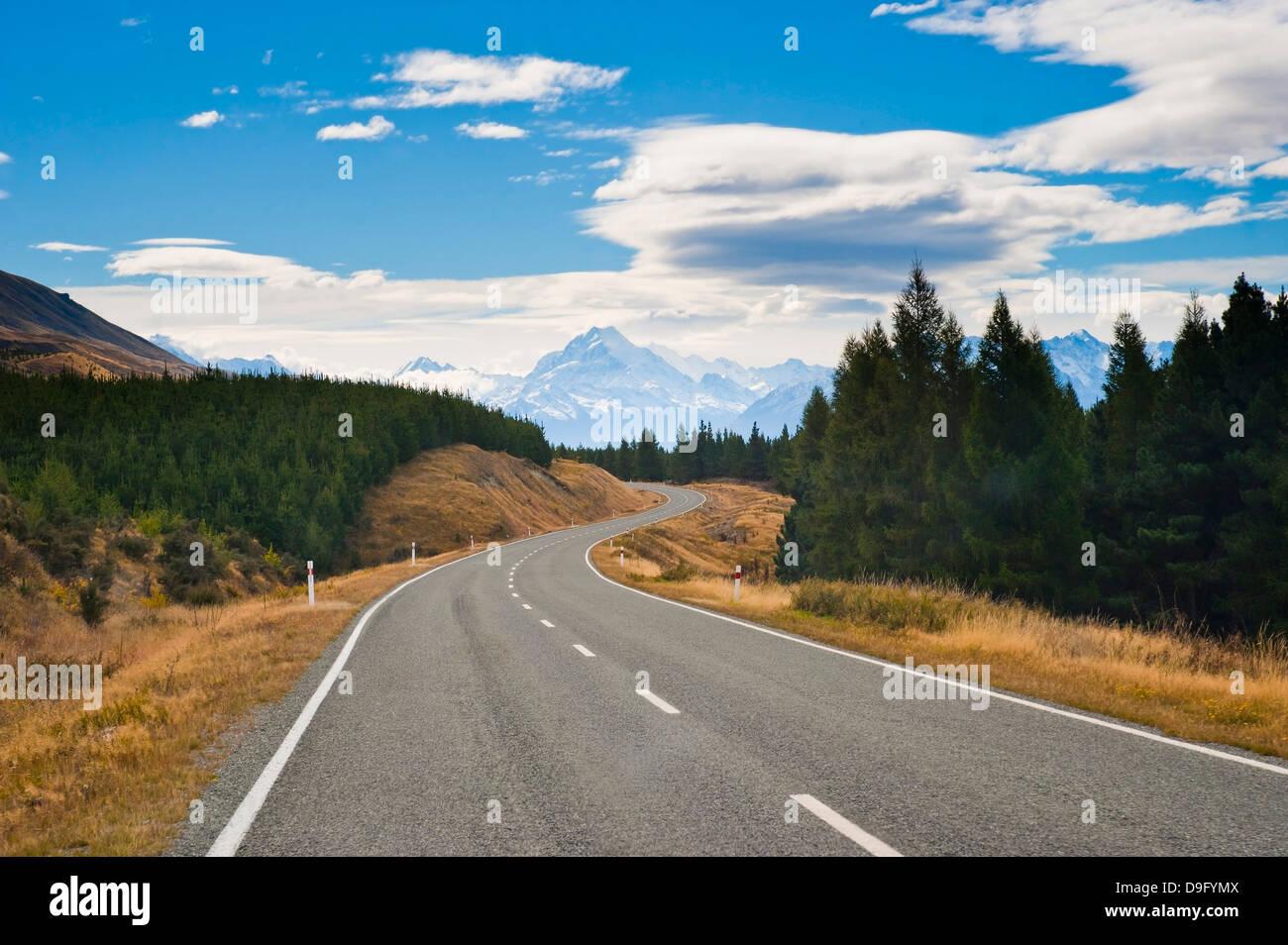 Por carretera desde Aoraki Mount Cook en desde Aoraki Mount Cook National Park, Sitio del Patrimonio Mundial de Foto de stock