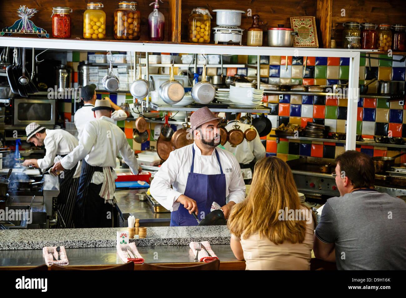 Restaurante Machneyuda, Jerusalem, Israel. Imagen De Stock