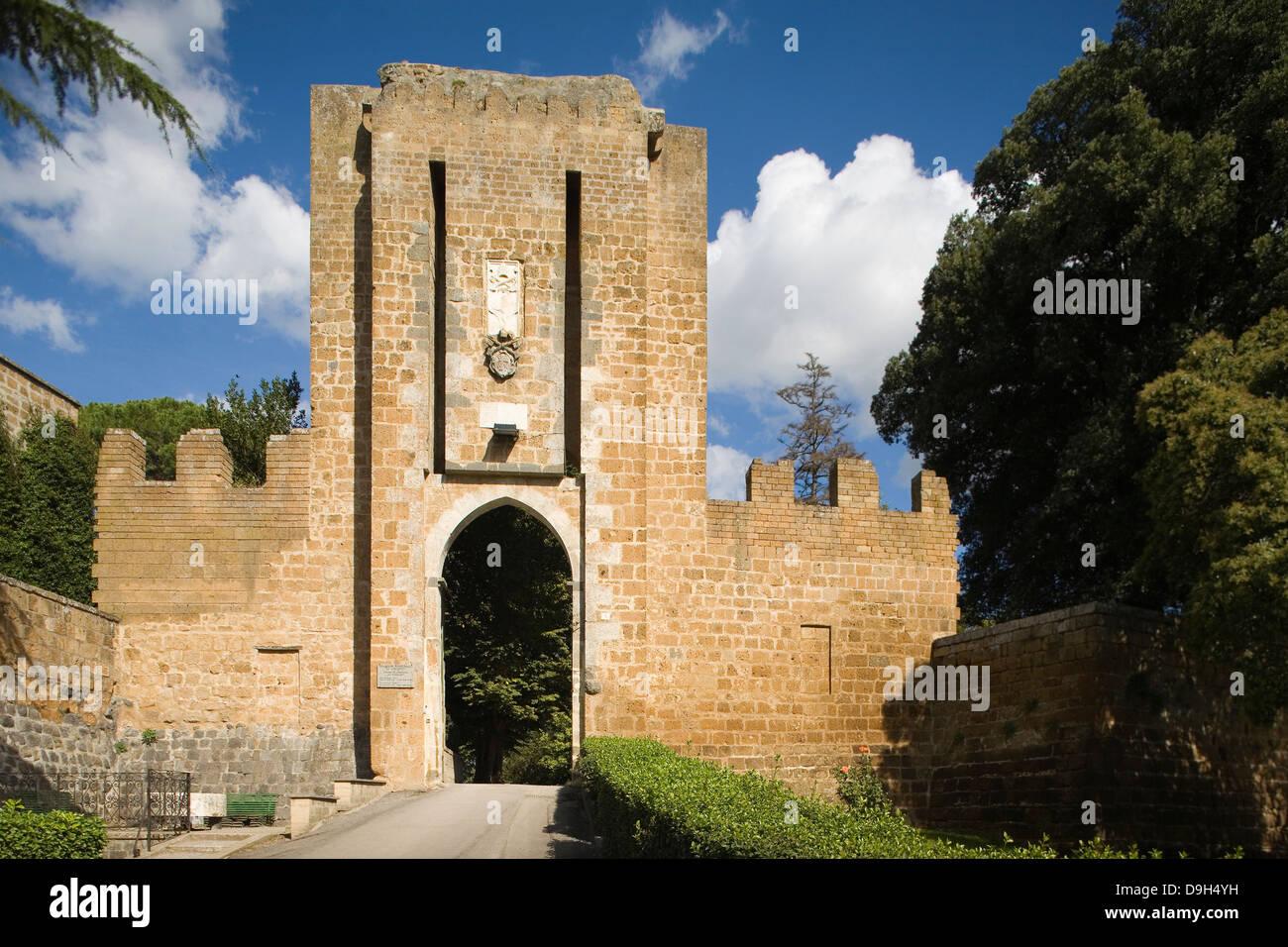 Europa, Italia, Umbria, Orvieto, albornoz y fortaleza Rocca gate Foto de stock