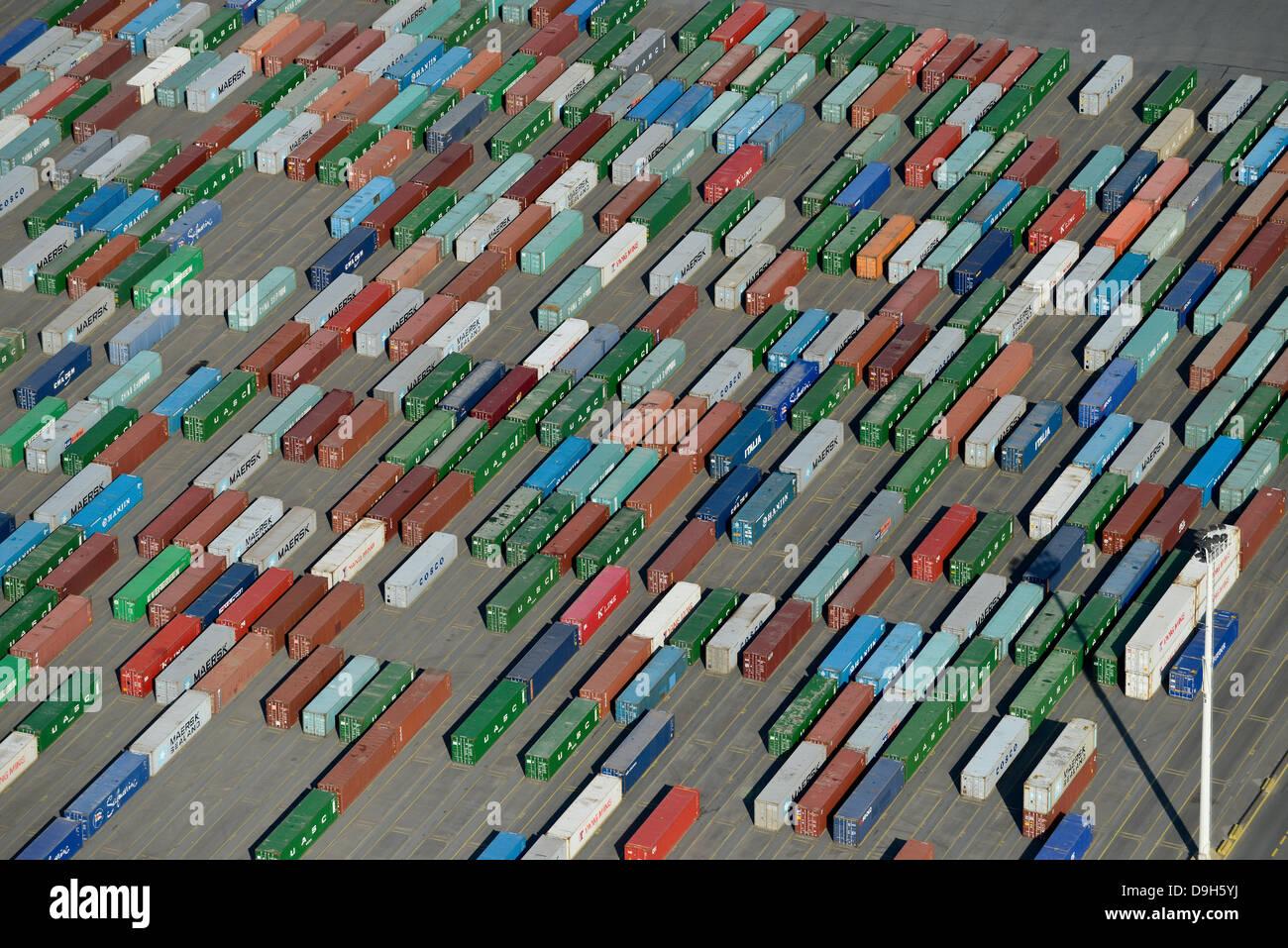 Alemania Hamburgo puerto contenedor , terminal HHLA a Burchard quai en puerto de Hamburgo Imagen De Stock