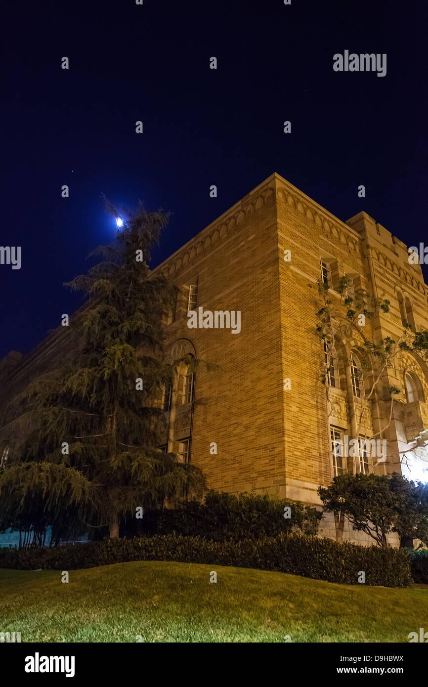 El edificio de humanidades en la universidad de UCLA en Los Angeles California Foto de stock