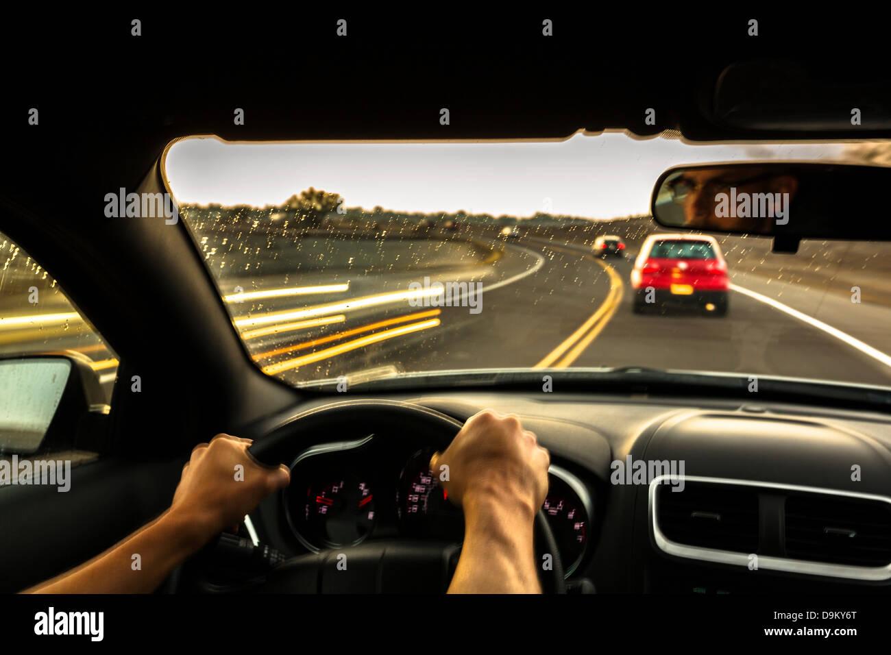 Hombre adulto medio coche en velocidad Imagen De Stock