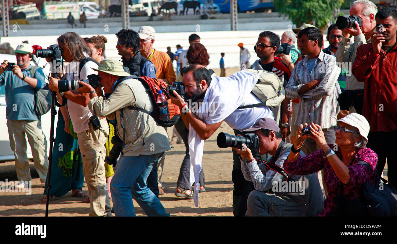 Grupo de fotógrafos profesionales Foto de stock