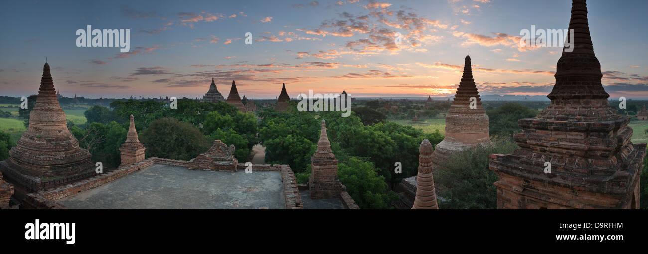 Los templos de Bagan al amanecer, Myanmar (Birmania) Foto de stock