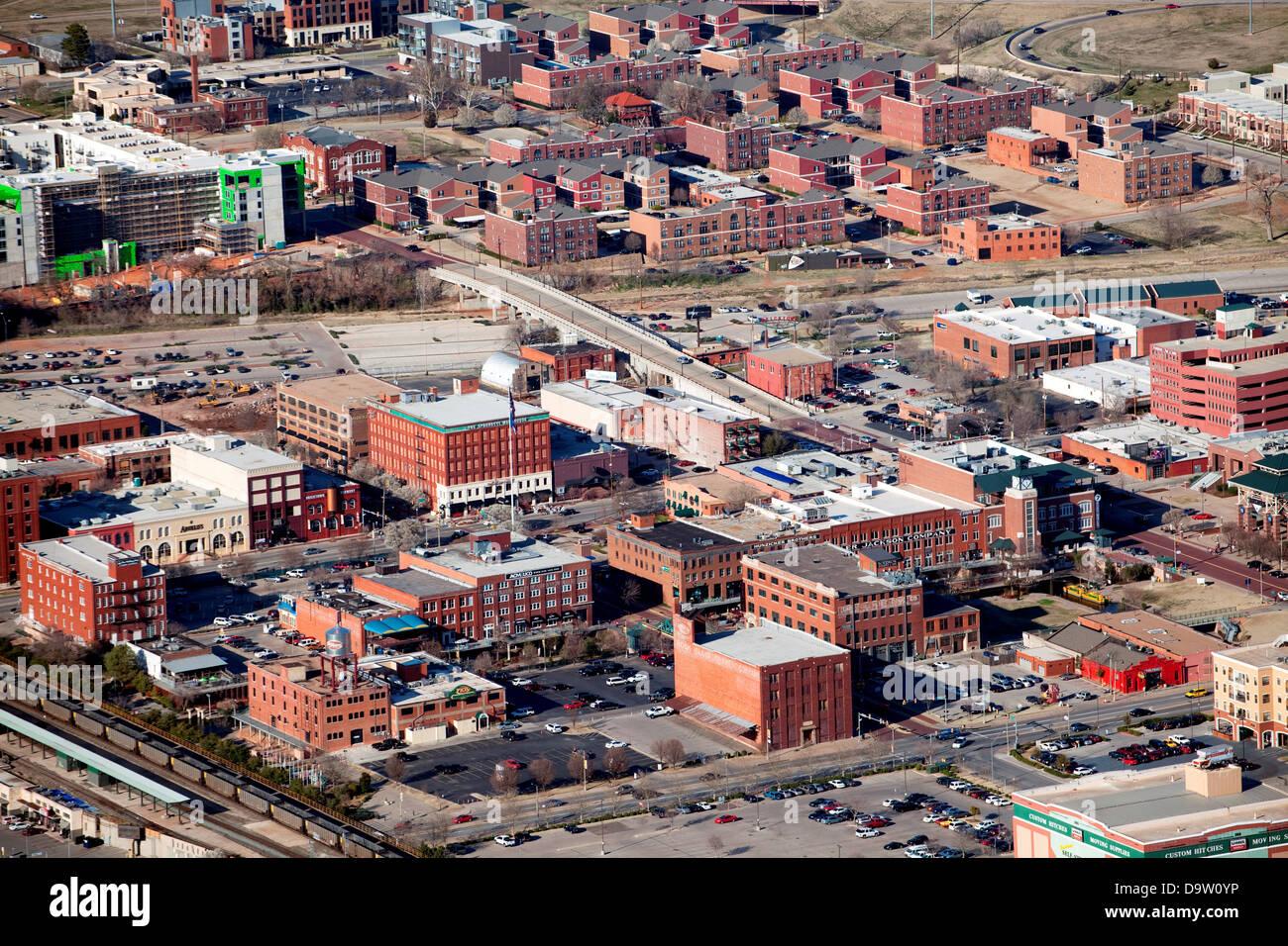 10 lugares del Mundo que nunca debes visitar Estados-unidos-oklahoma-oklahoma-city-por-encima-de-bricktown-zona-de-entretenimiento-y-profundo-deuce-distrito-residencial-en-el-centro-de-la-ciudad-d9w0yp