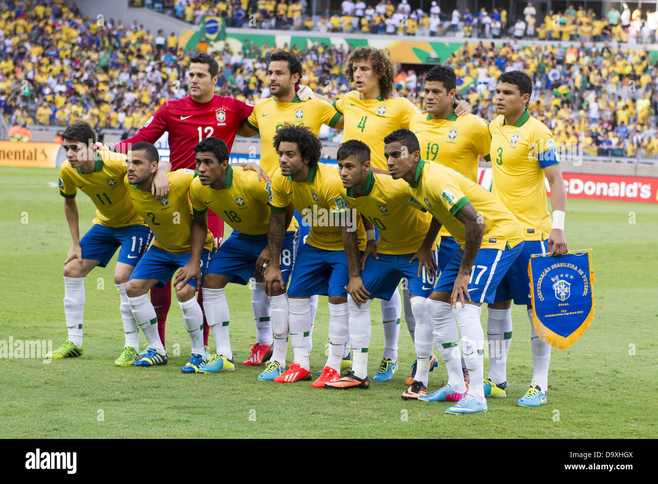 Neymar And Oscar Imágenes De Stock   Neymar And Oscar Fotos De Stock ... a37e83b35f925