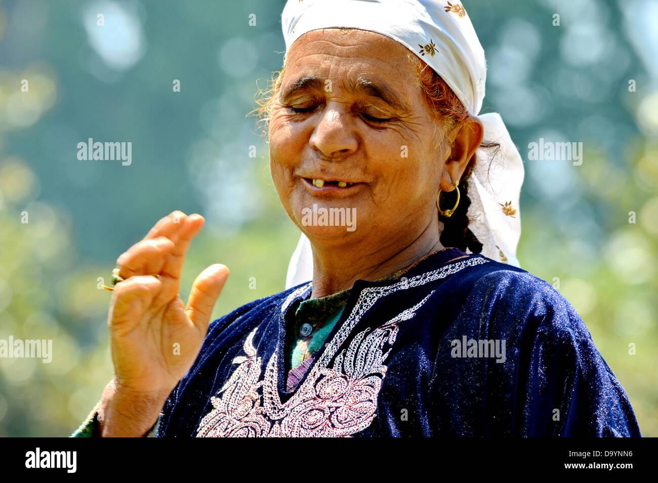 Vieja Mujer, Mujer, mujer musulmana de Cachemira, el Islam, el Anciano, feliz, el contenido, la edad, las arrugas, Imagen De Stock
