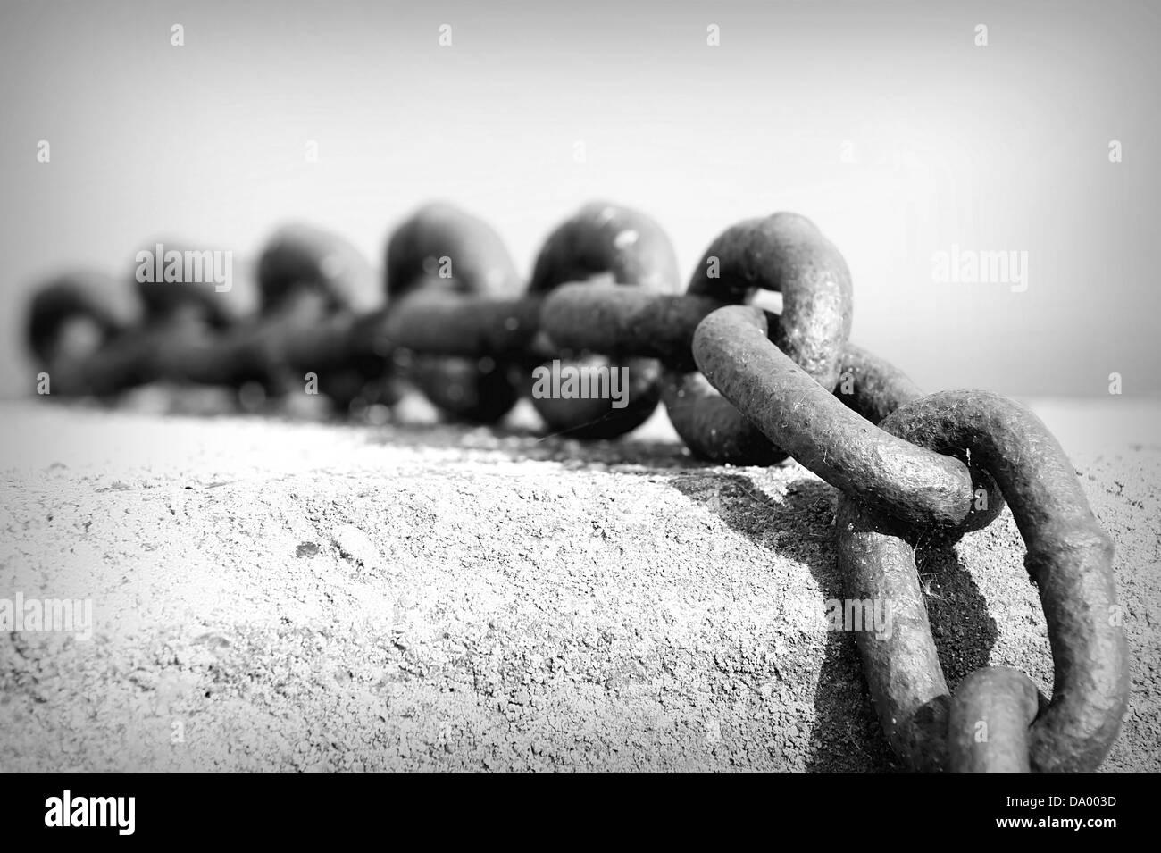 Cerca de la antigua cadena oxidada, profundidad de campo Imagen De Stock