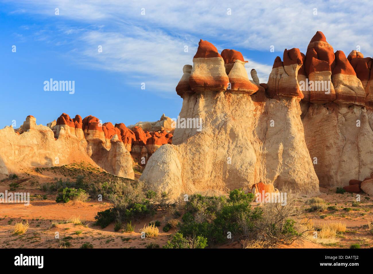 Los cantos rodados de roca roja en el área de Blue Canyon Moenkopi lavar al sur de Tonalea, Arizona, EE.UU. Foto de stock
