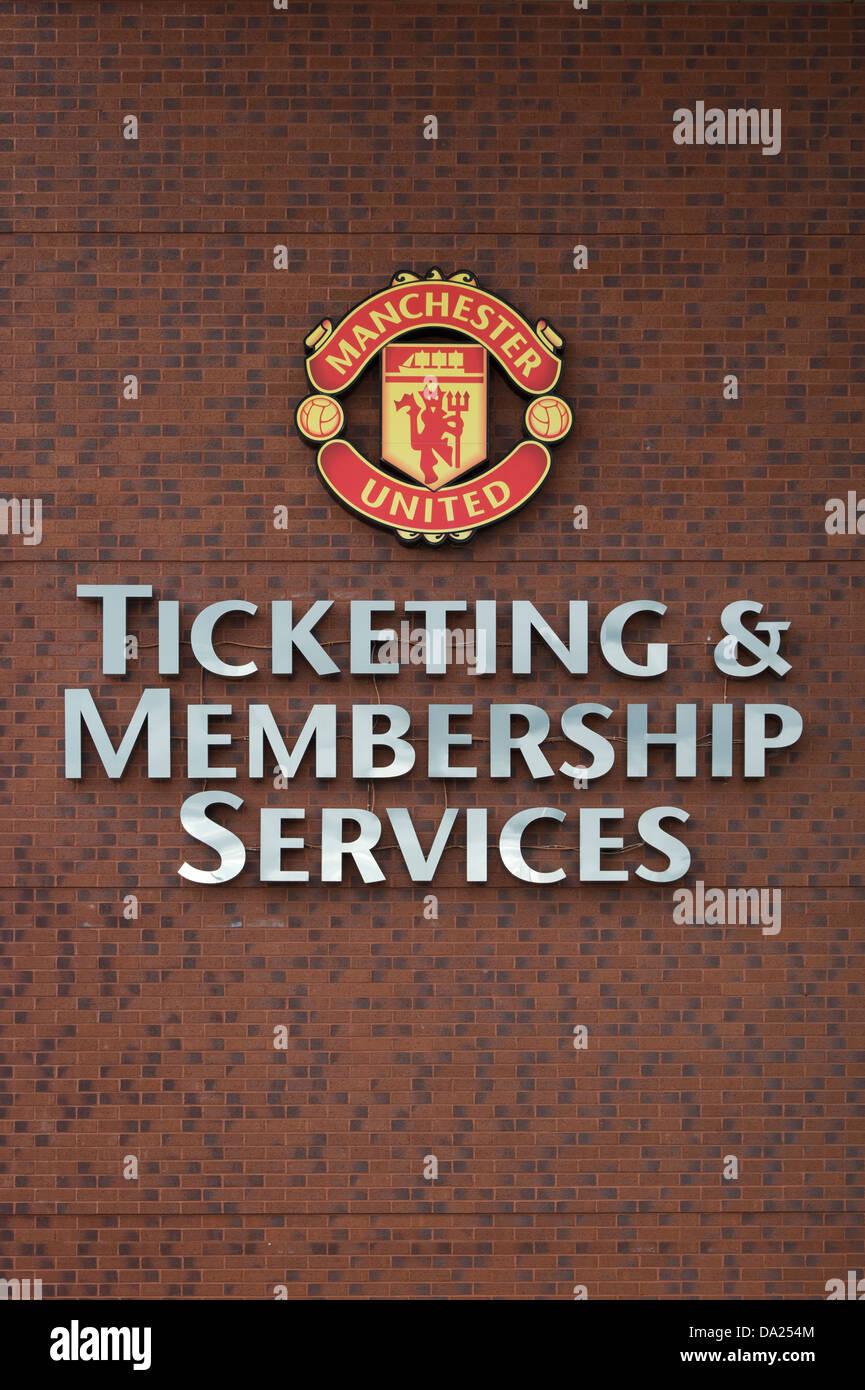 La pared del ticketing y servicios para socios de el edificio de oficinas de la sede del club de fútbol Manchester Imagen De Stock