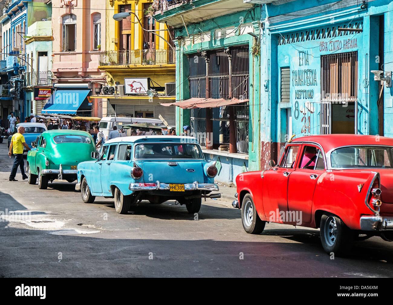 Automóviles en Havana Street Imagen De Stock