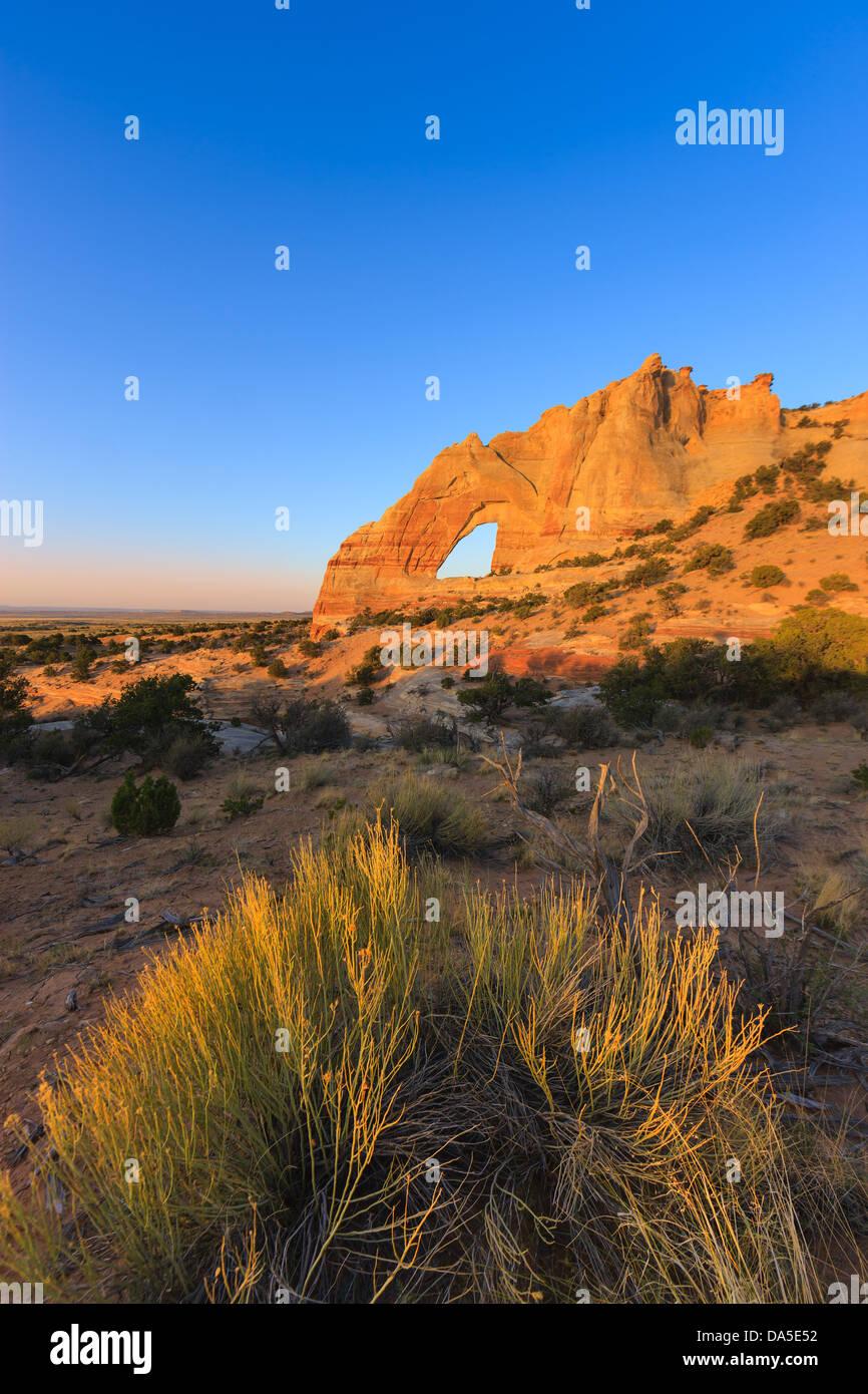 White Mesa Arch, en la parte noreste de Arizona, EE.UU. Imagen De Stock