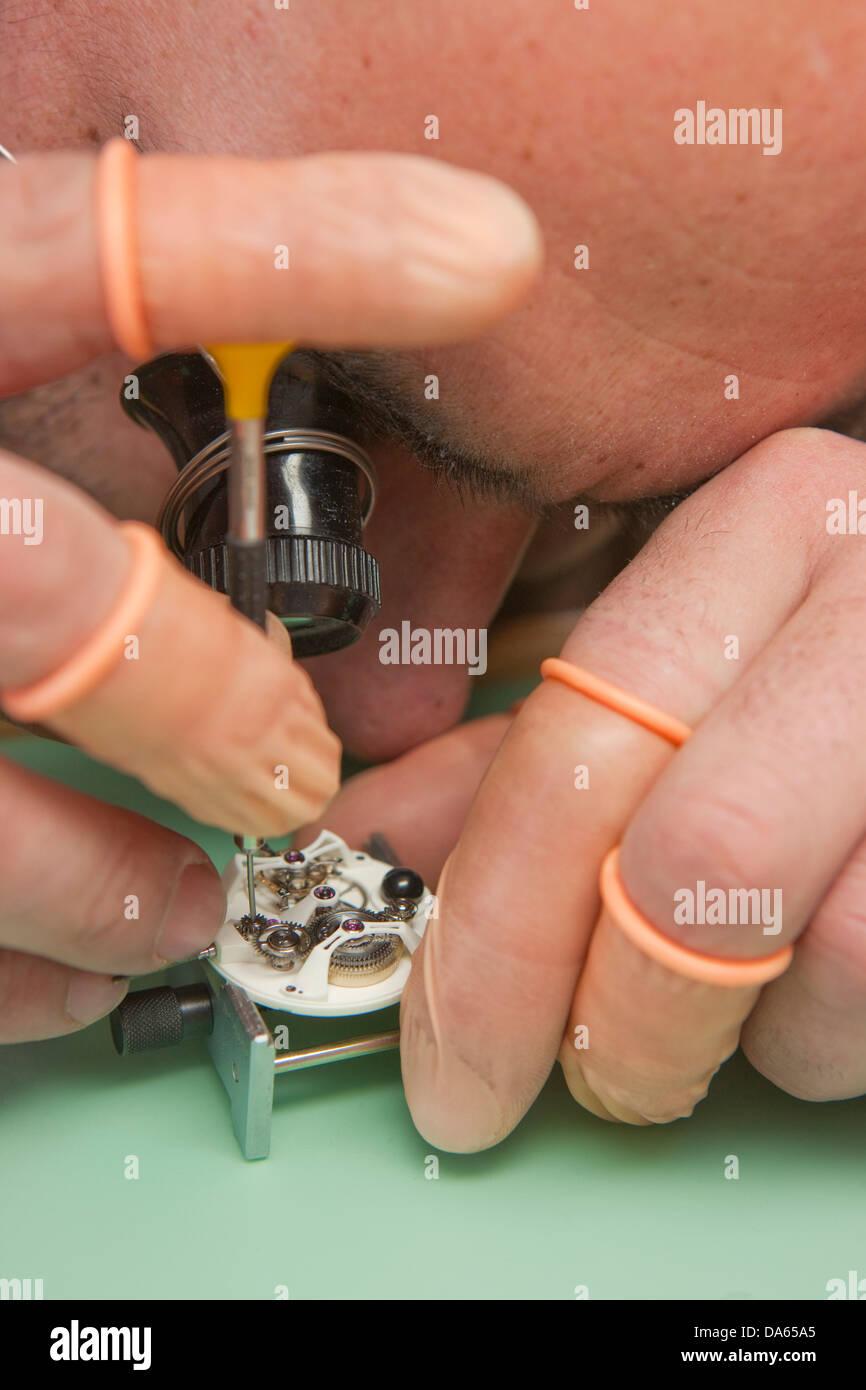 Fabricación, Jura, trabajo, trabajo, trabajo, profesión, oficios, profesiones, cantón, JU, Jura, relojero de relojes, Foto de stock