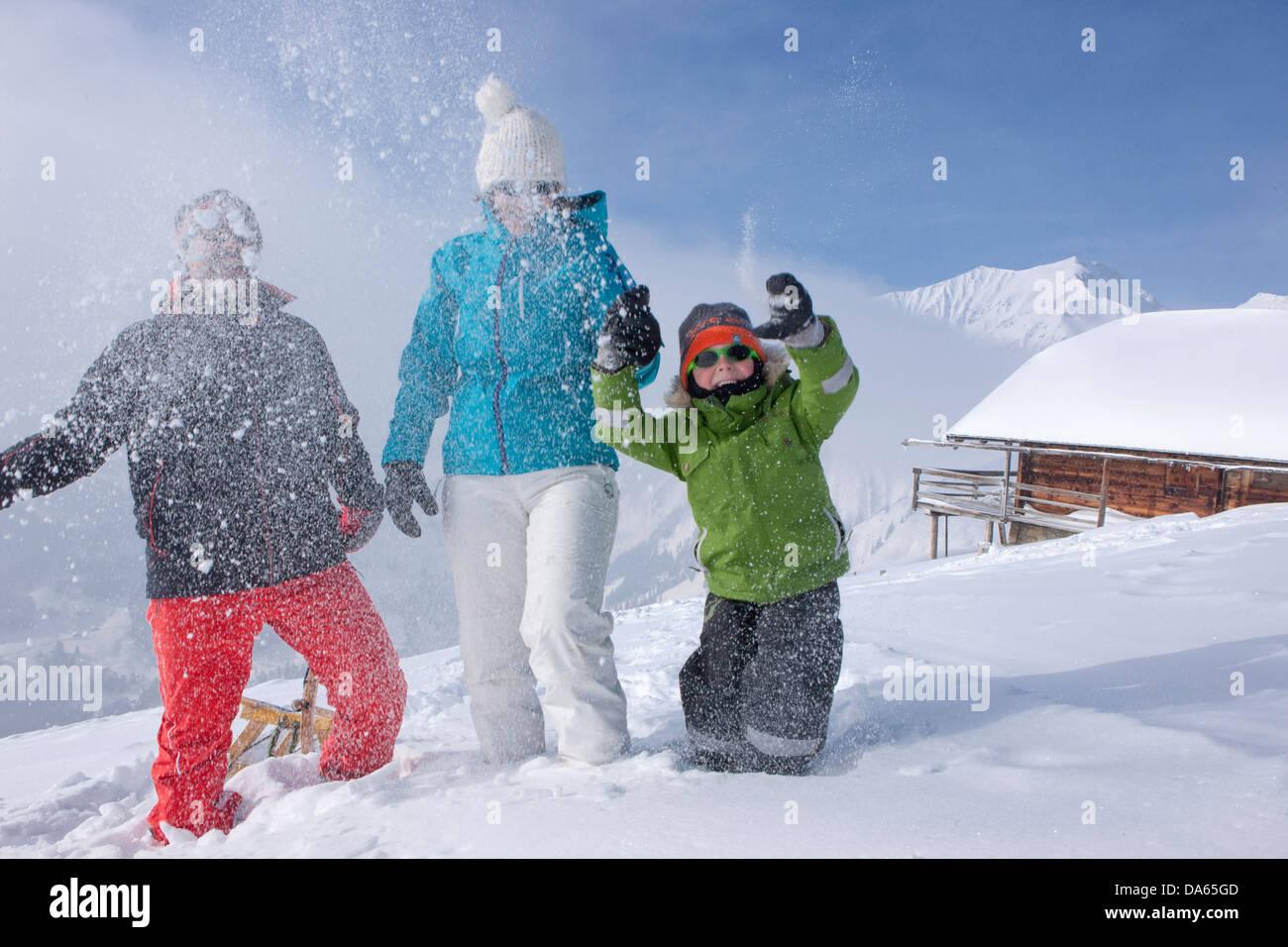 Familia de invierno, camine, camine, Adelboden, familia, niños, niños, turismo, vacaciones de invierno, Imagen De Stock