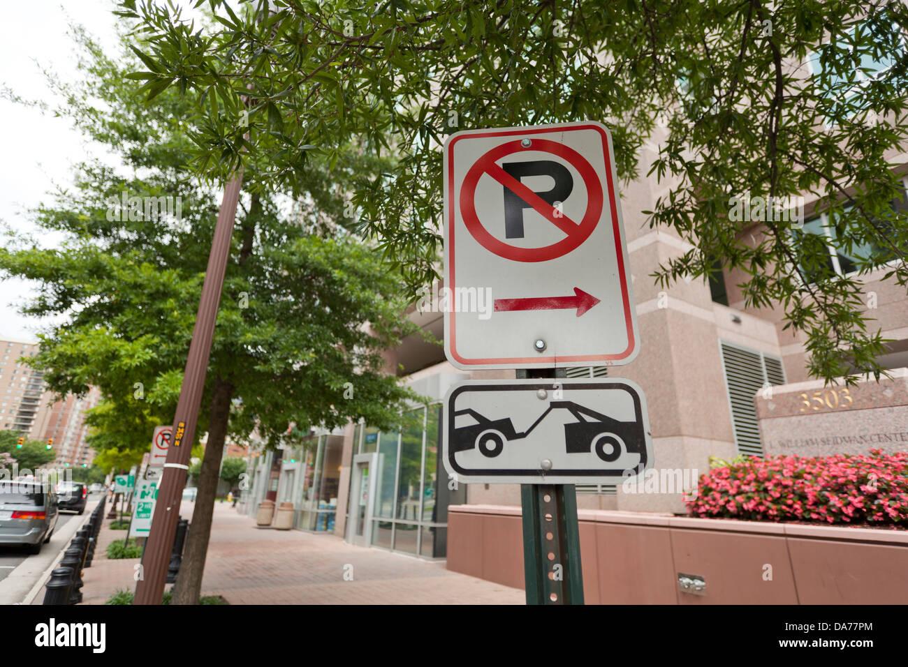 No hay aparcamiento Tow Away zone sign Foto de stock