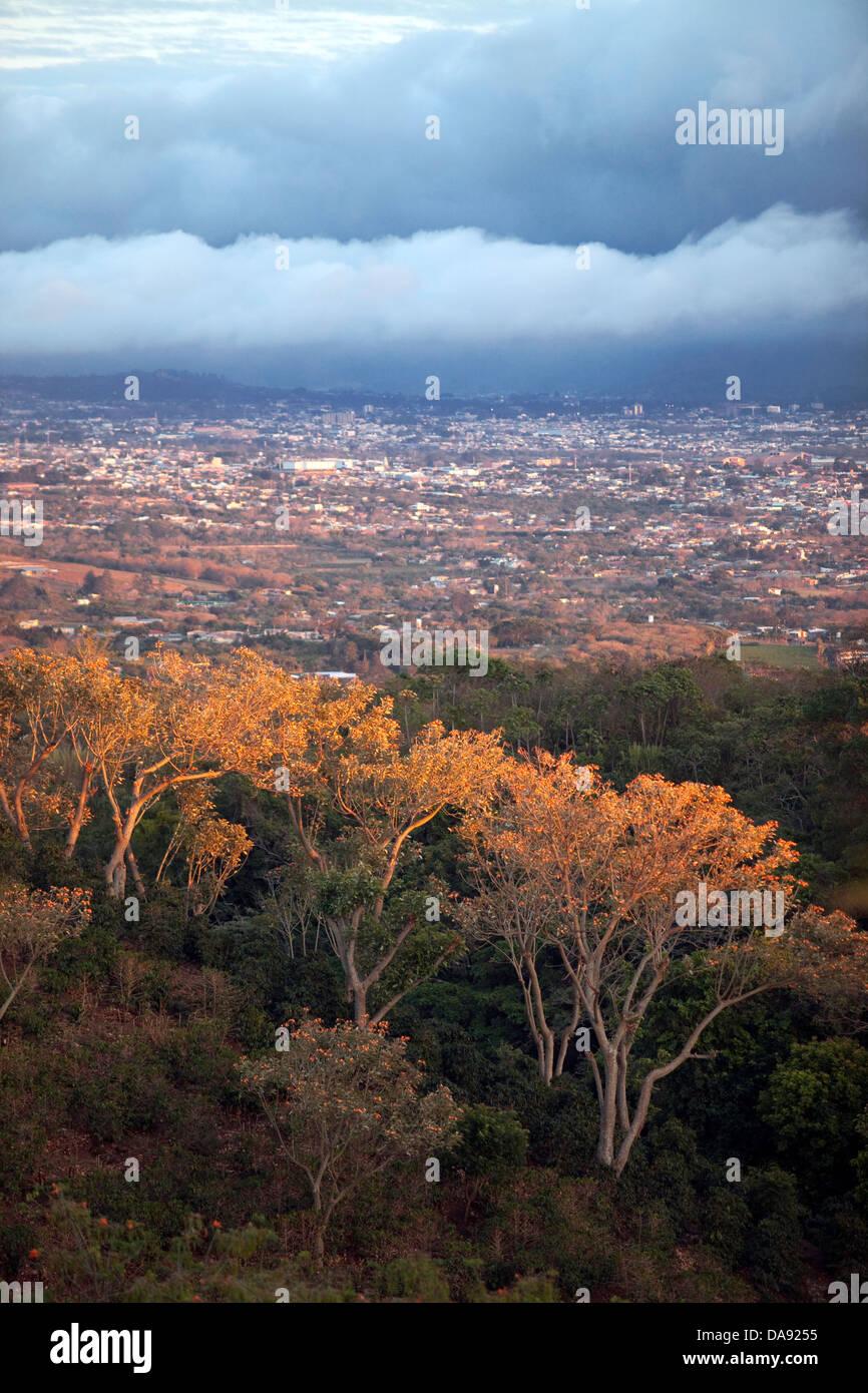 Con vistas al valle de San José, Costa Rica Imagen De Stock