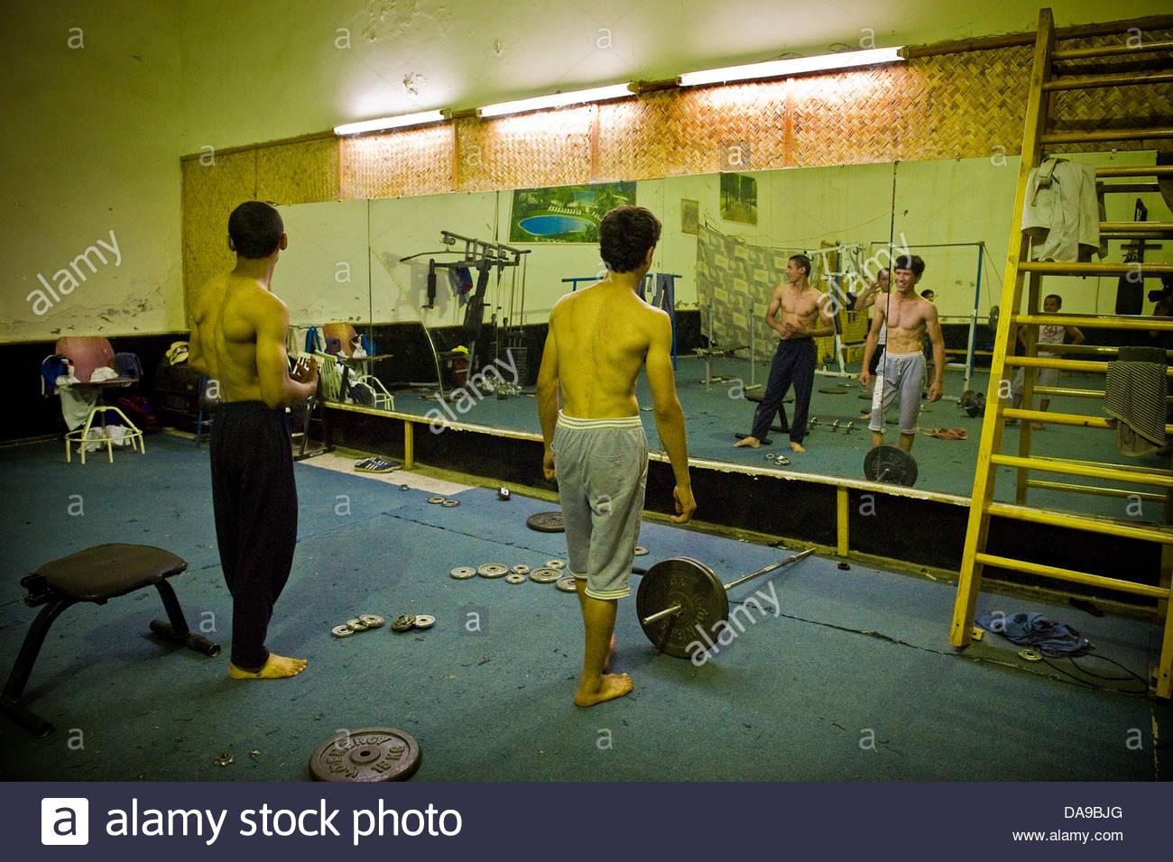 Uzbekistán,Bujara,gimnasio body building Imagen De Stock