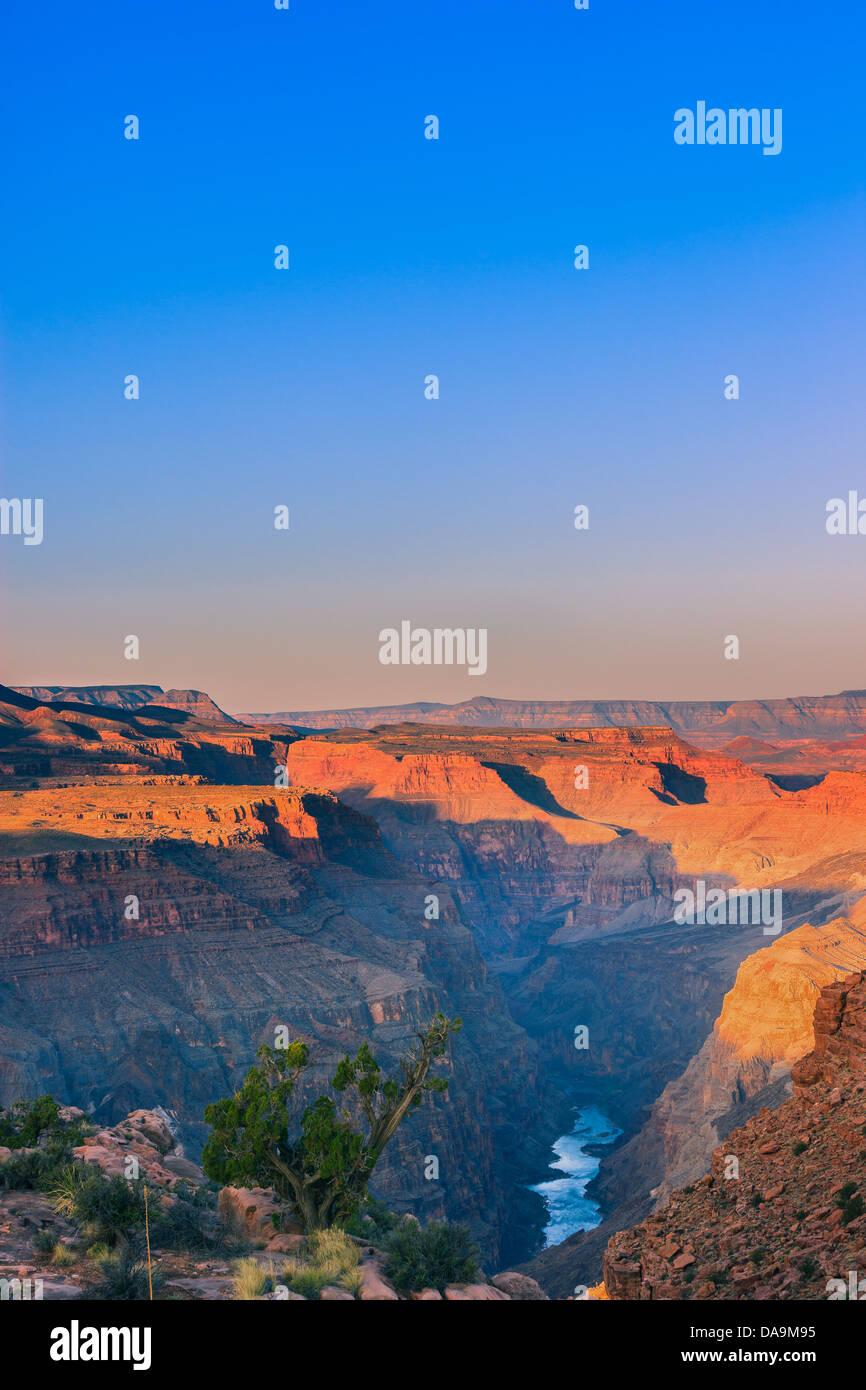 Amanecer en Grand Canyon N.P North Rim con la vista desde Toroweap, Arizona, EE.UU. Foto de stock