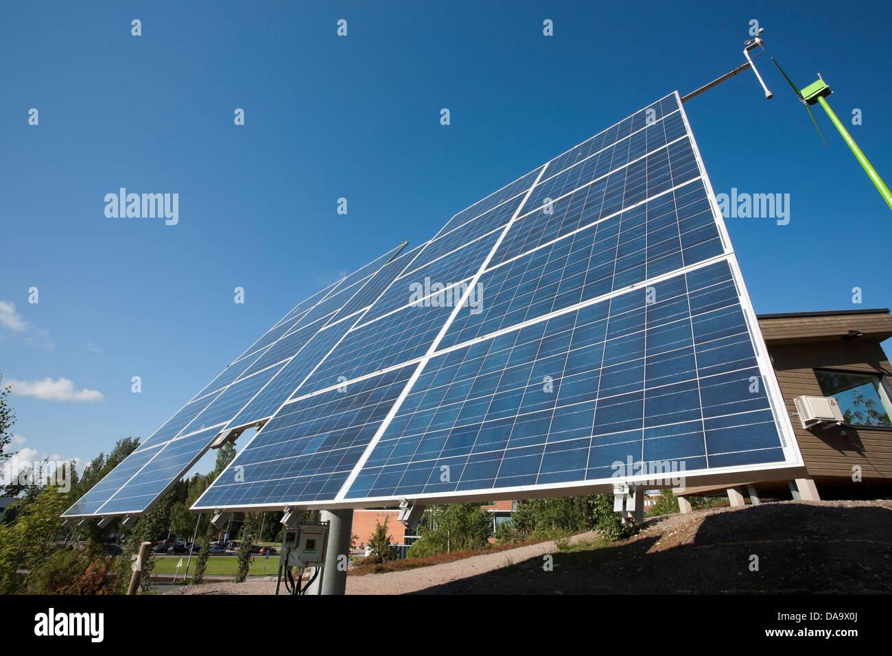 Paneles solares para la producción de electricidad, Lappeenranta Finlandia Foto de stock