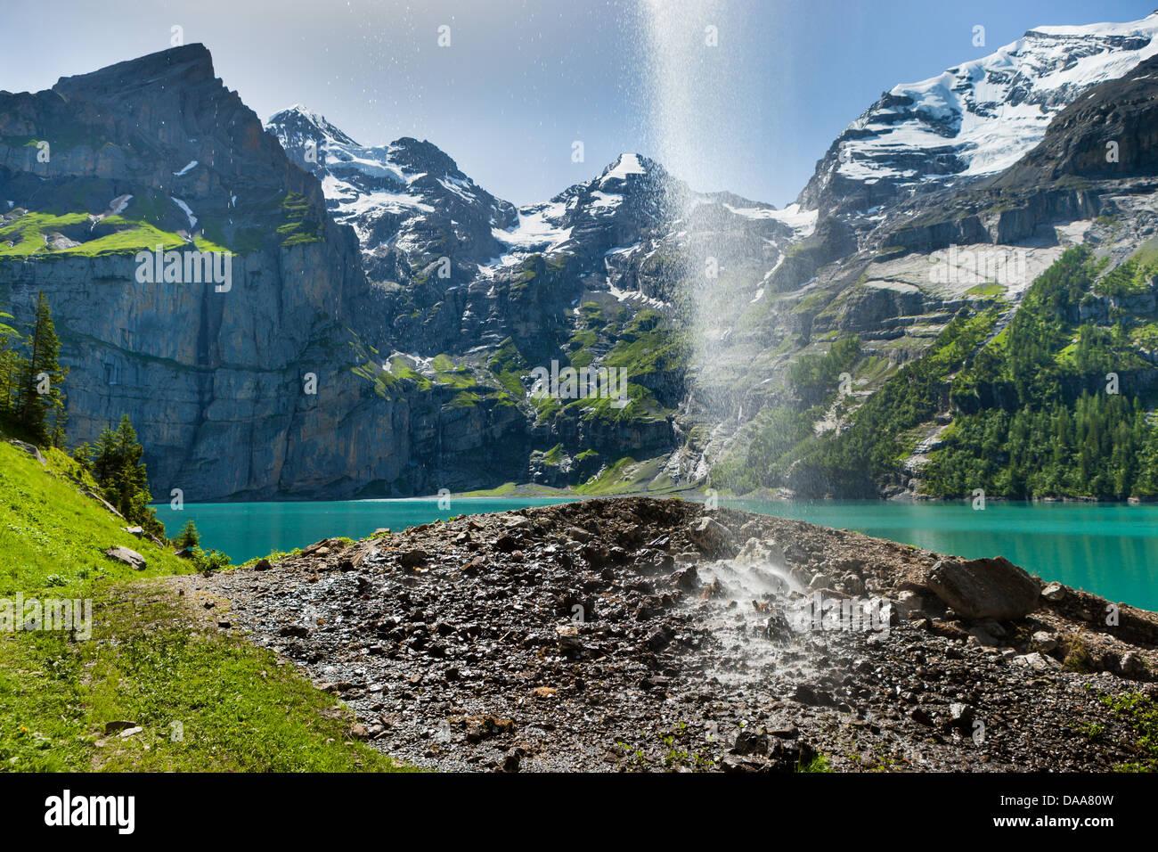 Lago, Lago Oeschinen, Suiza, Europa, cantón de Berna, en el Oberland Bernés Kandertal Kander, valle, montañas, Imagen De Stock