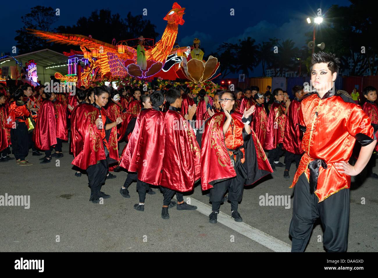 Juerguistas En Traje En El Desfile Chingay Singapur Asia