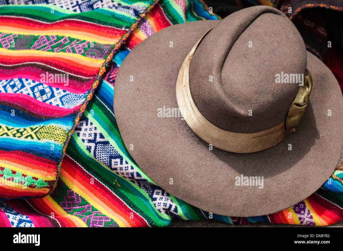 Peru Traditional Hat Imágenes De Stock   Peru Traditional Hat Fotos ... d4b487eab51