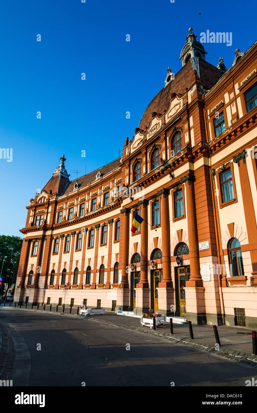 Edificio de la administración central del condado de Brasov, en Rumania, la arquitectura de estilo neobarroco Imagen De Stock