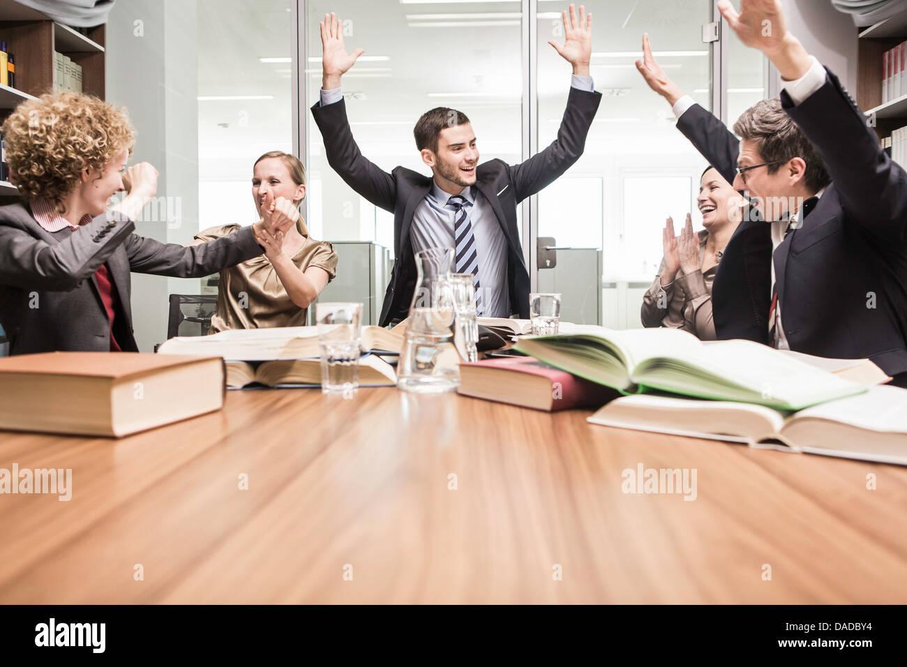Los abogados vítores en reunión Imagen De Stock