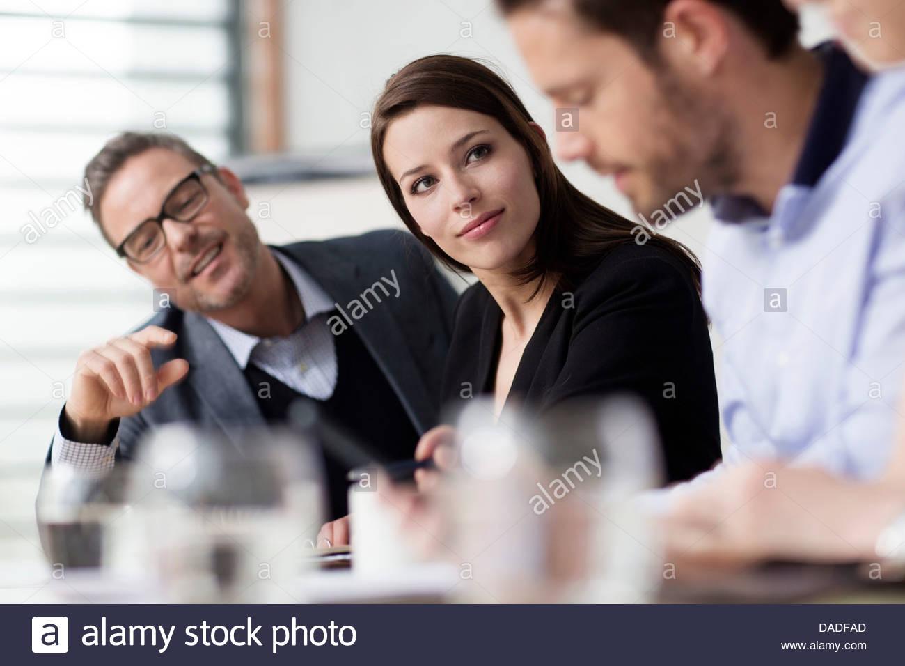 Cuatro personas en reunión Imagen De Stock
