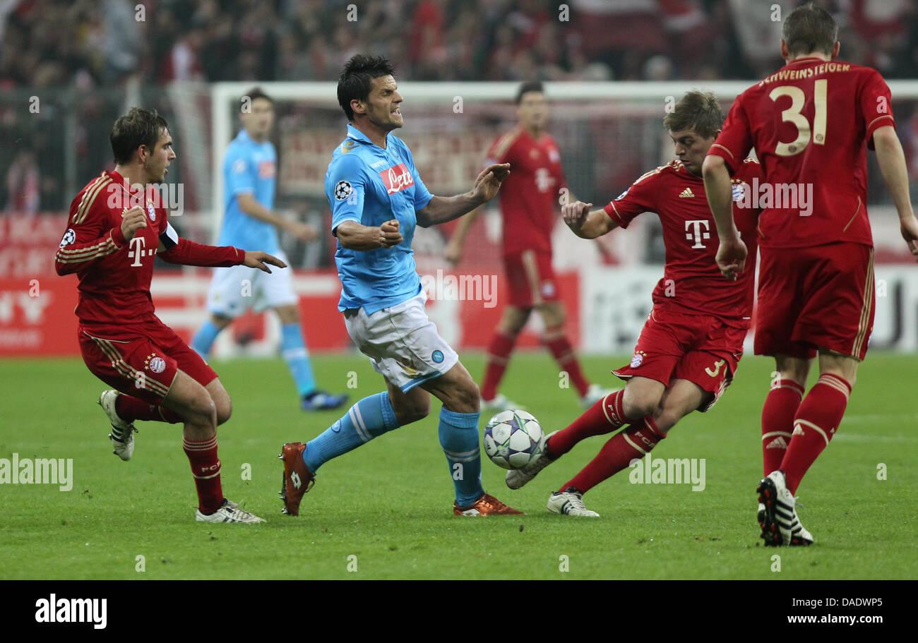 c19cf9cfbc828 Munichs Toni Kroos Bastian Schweinsteiger Imágenes De Stock ...