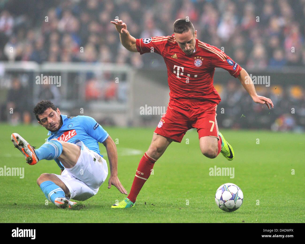 0057bee777490 Múnich Franck Ribery compite por el balón con Blerim Dzemaili de Napoli  durante la liguilla de