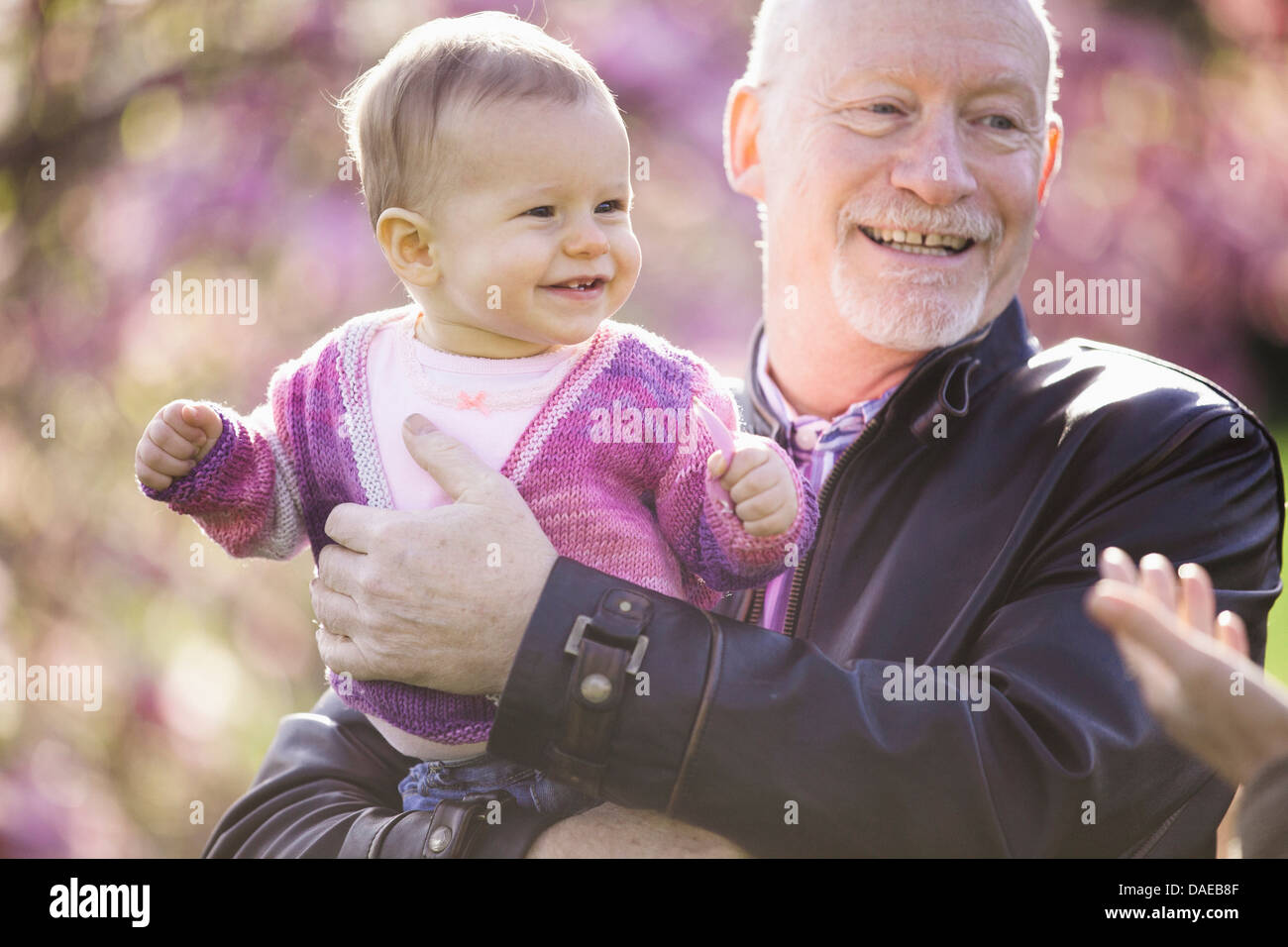 Close Up retrato de niña y abuelo Imagen De Stock