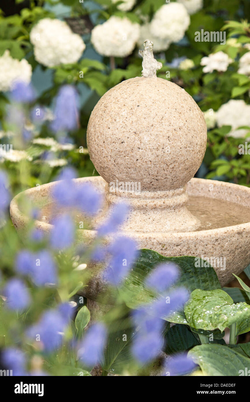 Ball Water Feature Imágenes De Stock & Ball Water Feature Fotos De ...