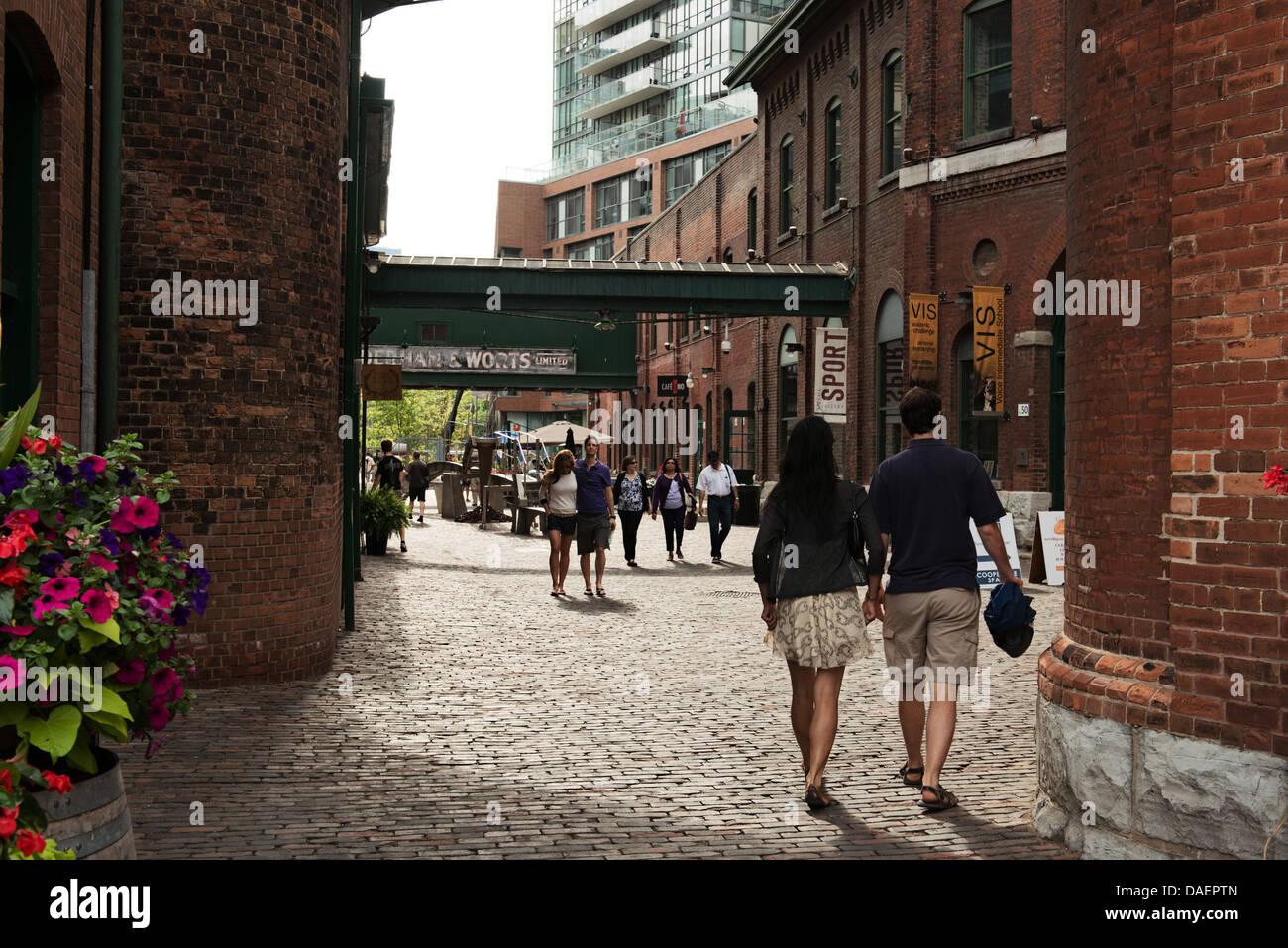 Escena de una calle en el distrito de la destilería en Toronto, Ontario, Canadá Imagen De Stock