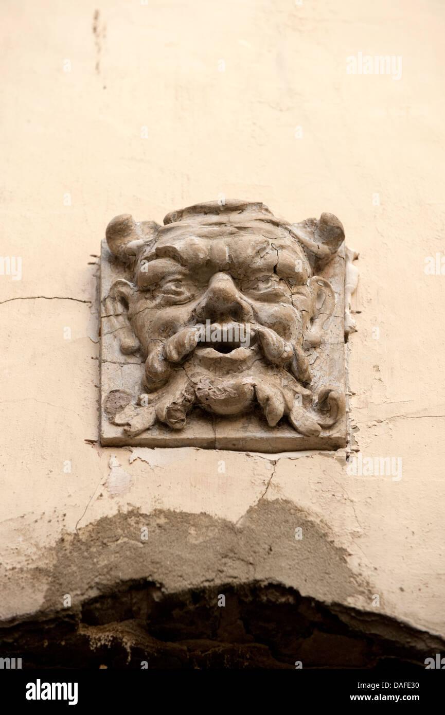 Buscando feroz gárgola cara Montreuil Francia Imagen De Stock