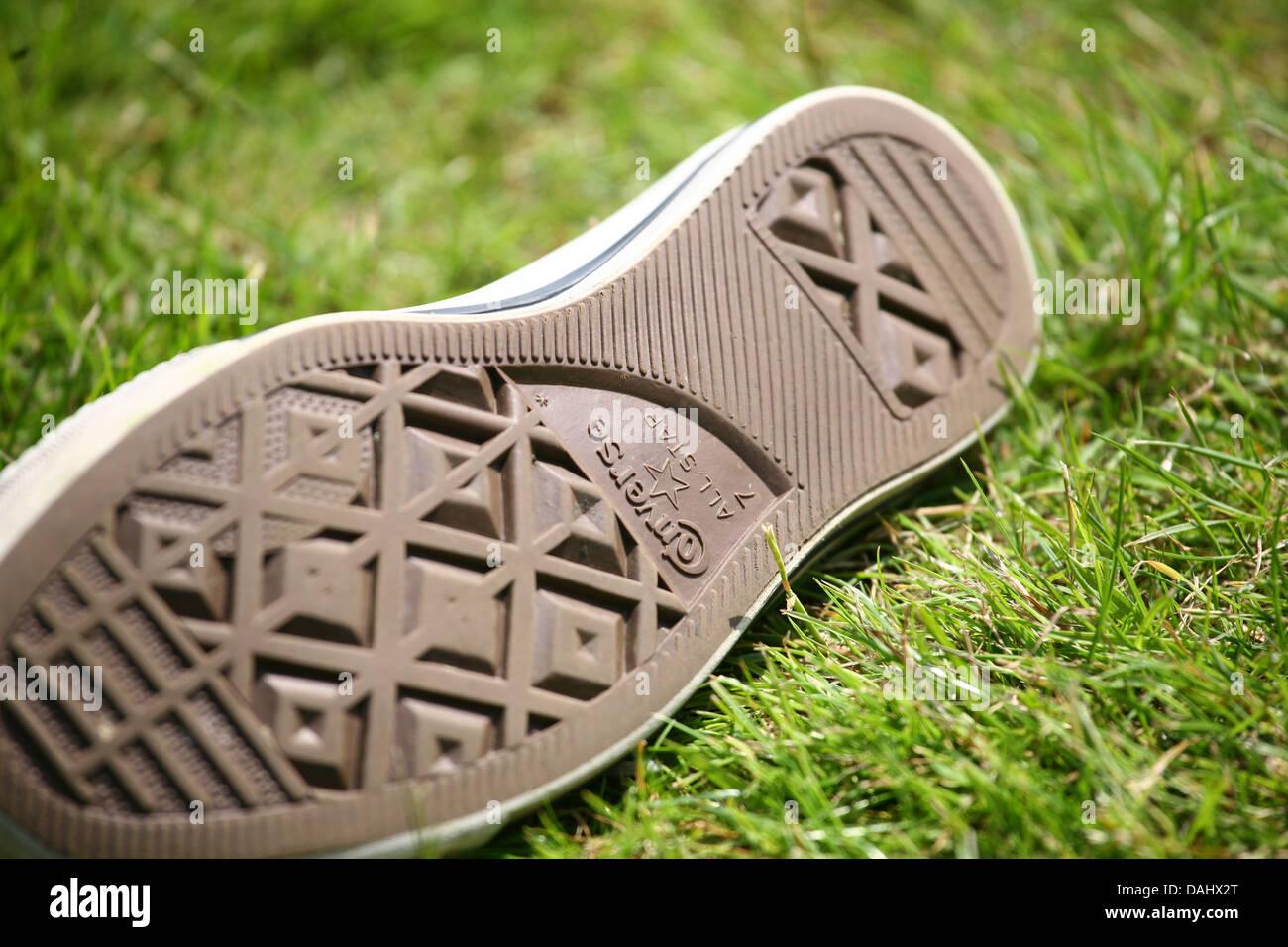 Converse zapatillas de entrenamiento sobre hierba. poca