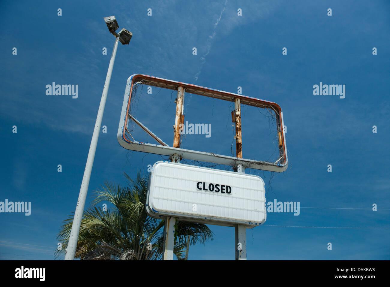 El cartel de Cerrado fracasado negocio Florida USA Imagen De Stock 76164d3a7d34