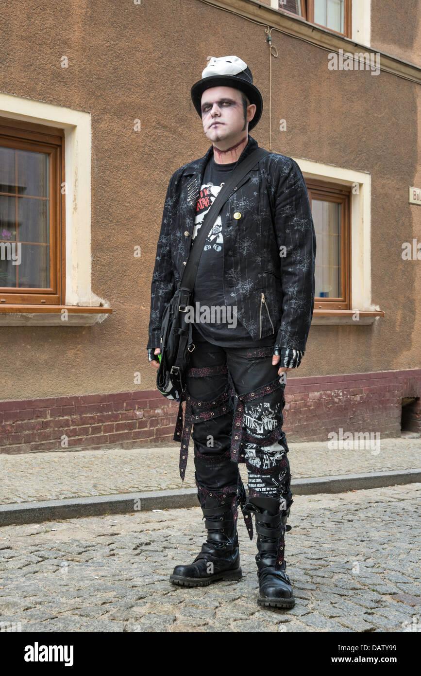 Parte participante en Bolkow castillo gótico, festival dedicado a la subcultura goth en Bolkow, Baja Silesia, Imagen De Stock