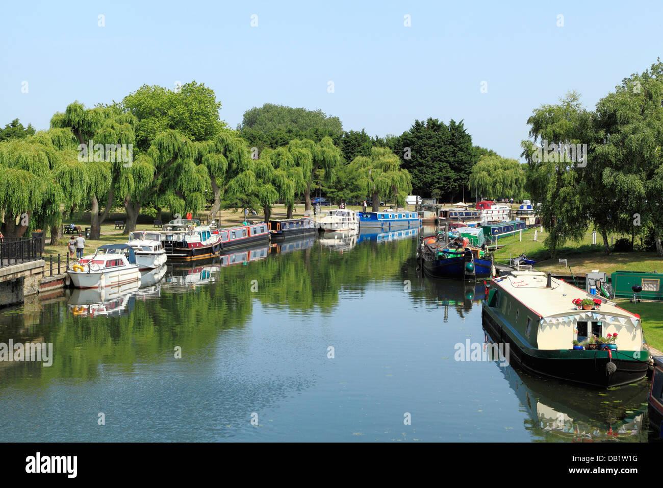 Ely, río Ouse, barcazas y lanchas, ríos ingleses posadas pubs pub Cambridgeshire, Inglaterra Imagen De Stock