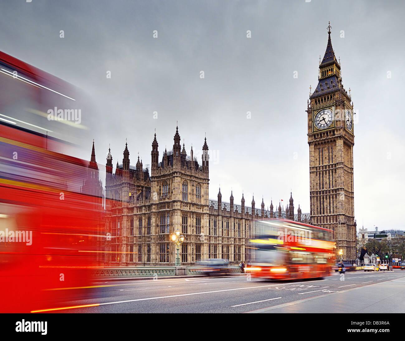 Londres, el Big Ben y las Casas del Parlamento de Westminster Bridge. Inglaterra, Reino Unido. Imagen De Stock