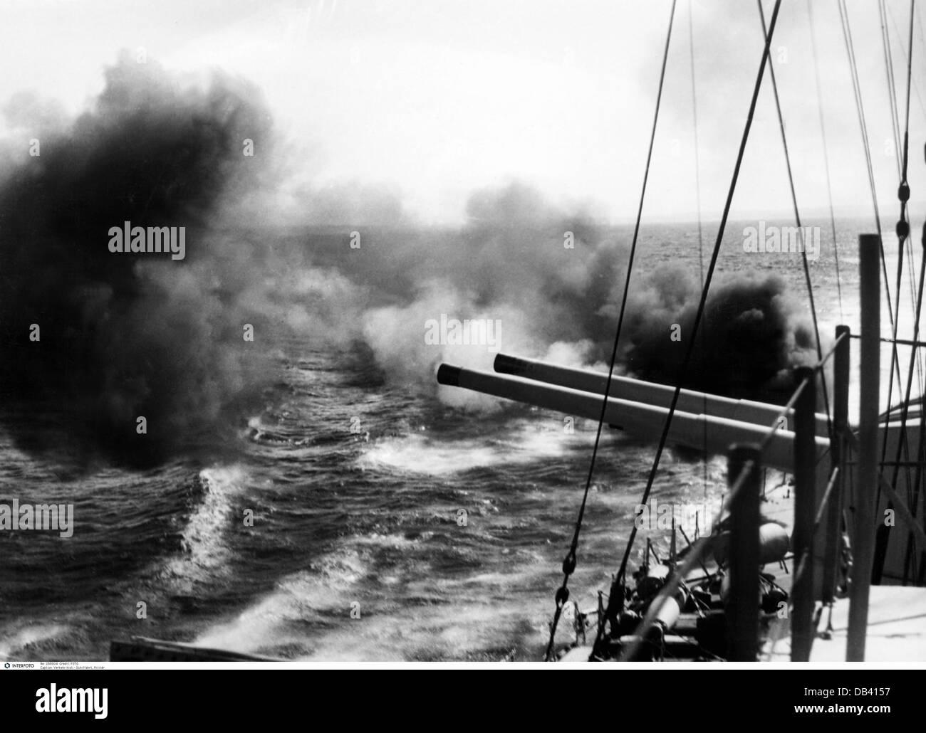 Transporte / transporte, navegación, barco de guerra, crucero pesado australiano HMAS Canberra tiro con el BL 8 Foto de stock