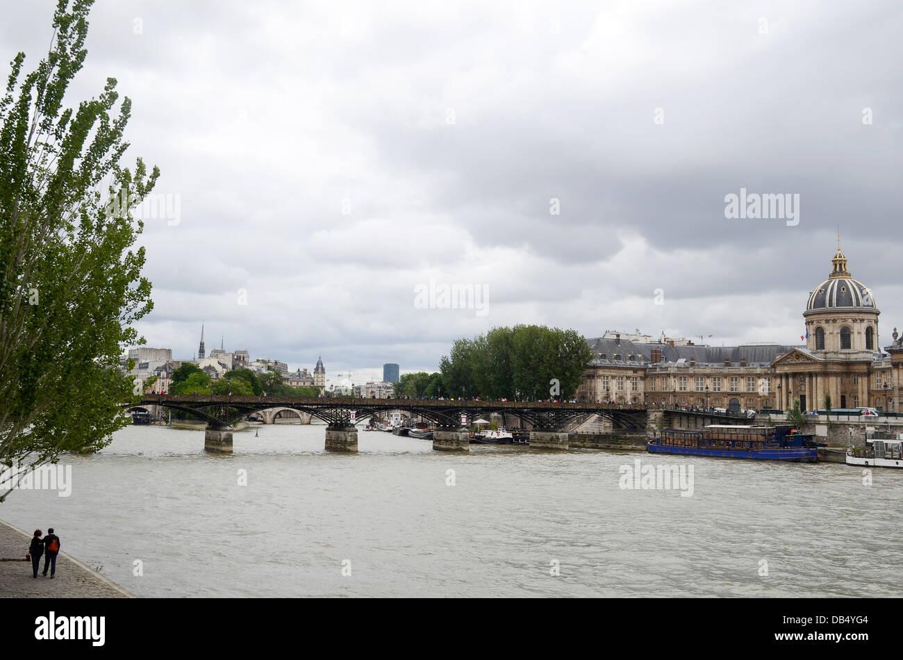 Río Sena, París, Francia Foto de stock