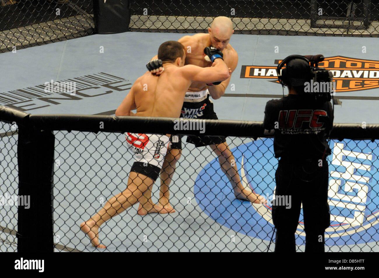 Jake Ellenberger vs sean Pierson UFC 129 - Welter Bout celebró en el Rogers Centre. Toronto, Canada - 30.04.11 Foto de stock