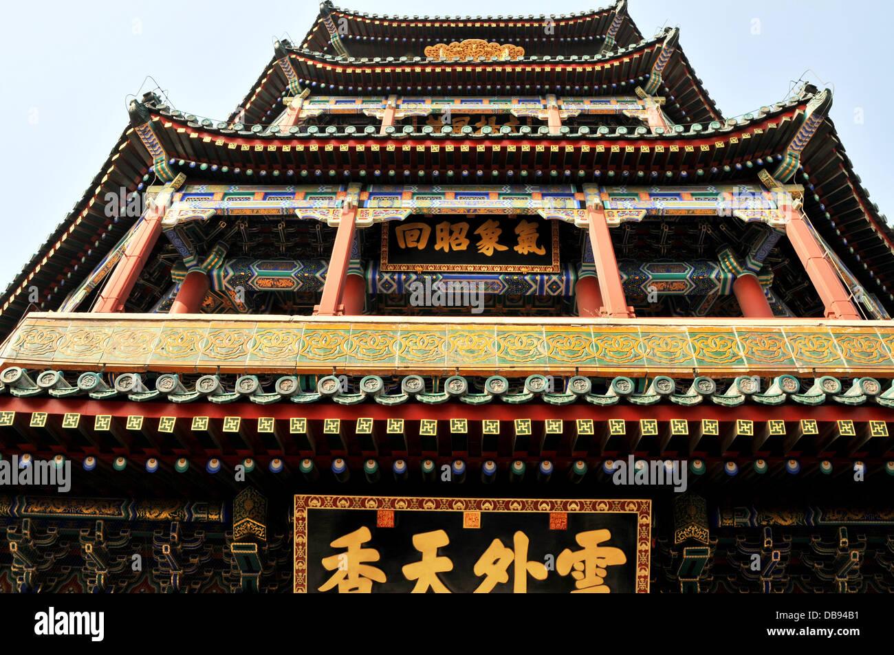 Templo Chino con motivos y cada día la vida de dibujos Imagen De Stock