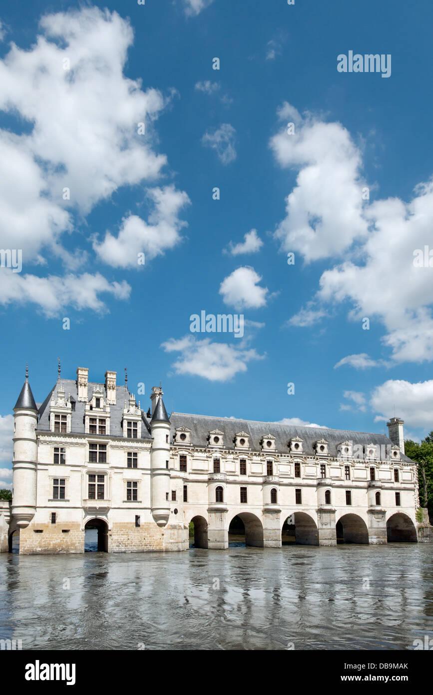 Una vista vertical de Château de Chenonceau en el valle del Loira, Francia muestra el edificio principal que Imagen De Stock