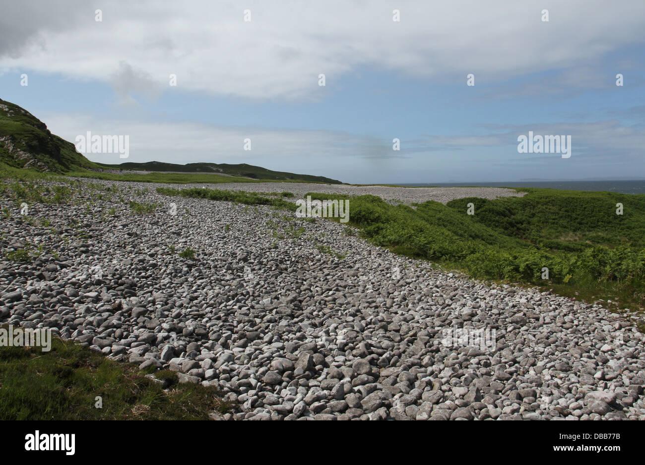 Levantada en la orilla de la playa de Loch Tarbert Isle of Jura Escocia Julio de 2013 Imagen De Stock