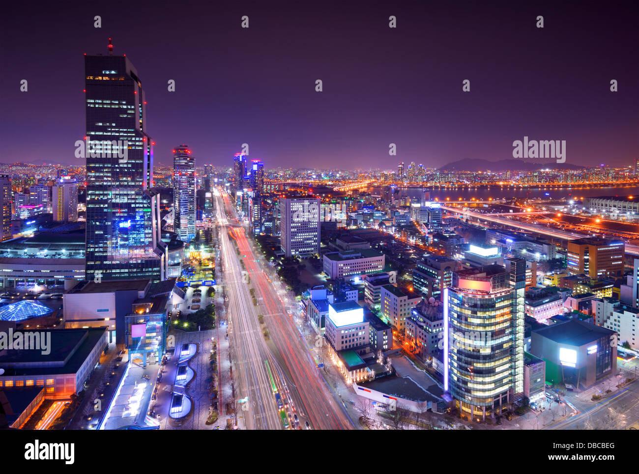 Distrito de Gangnam de Seúl, Corea del Sur skyline en la noche. Imagen De Stock